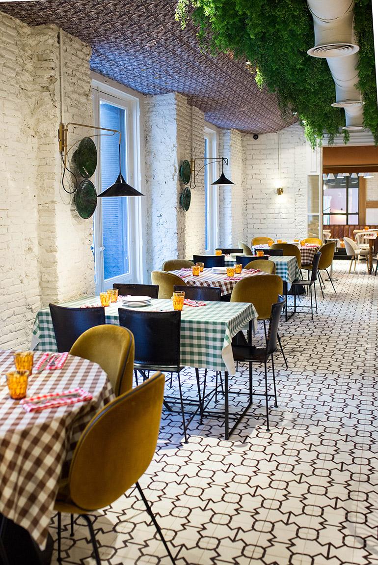restaurante-fellina-cocina-italiana-madrid-salón-mesas