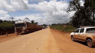 caminhão para por interdição na br-163