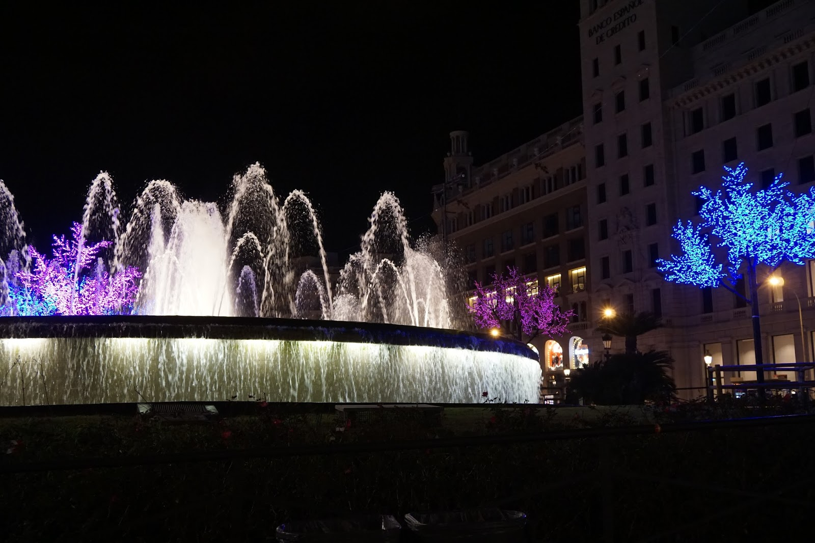 カタルーニャ広場(Plaça de Catalunya)