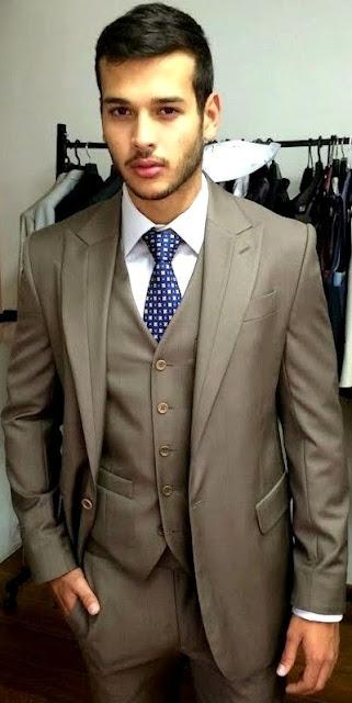 Foto de Bruno Rocha con terno y corbata
