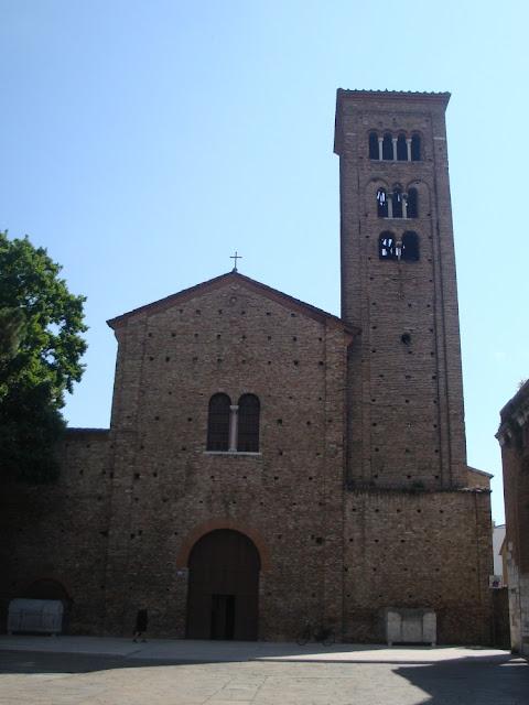 O que ver em Ravenna (Itália) além dos mosaicos? Basílica de São Francisco com cripta submersa