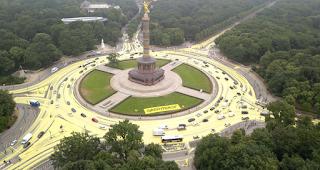 Kreativer Protest von Greenpeace - Sonne statt Kohle | Der Kreisverkehr der Berliner Siegessäule wurde zur Sonne