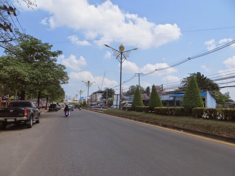 Дорога в городе Сураттани