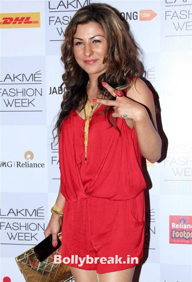 Hard Kaur, Bollywood Actresses at Manish Malhotra Show at LFW Summer Resort 2014