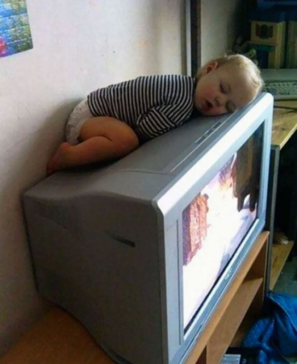 15+ Hilarious Pics That Prove Kids Can Sleep Anywhere - Napping On The Tv