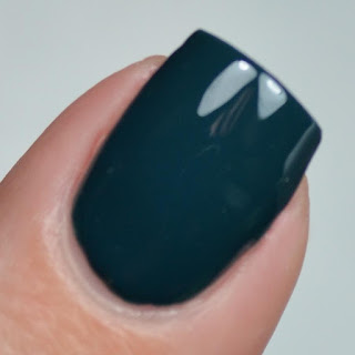 hunter green gel like nail polish
