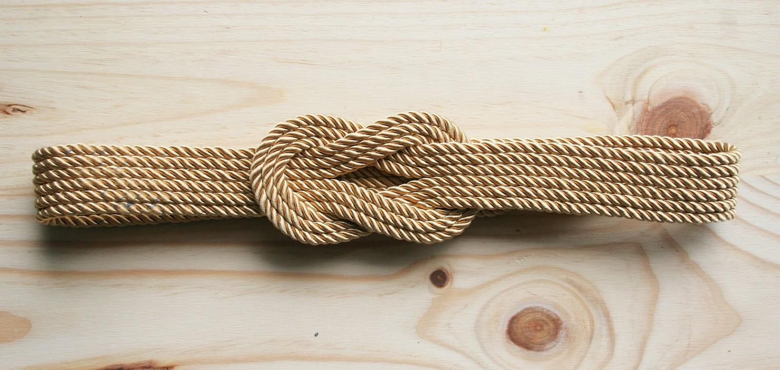 Decorar en familia _Diy cinturón de cordón de seda dorado6