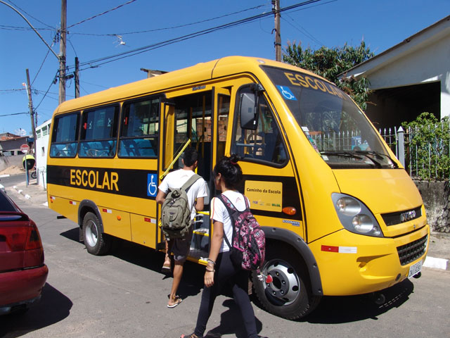 Município de Santana do Cariri deve fornecer transporte escolar para estudantes