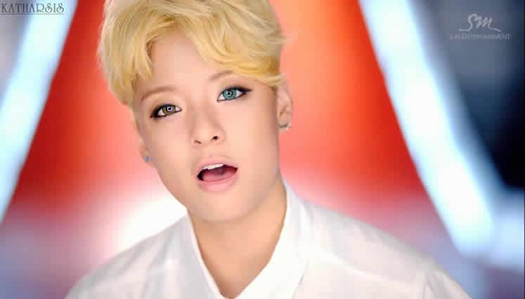 IDOLS K-POP ESTAN USANDO UN ACCESORIO DE BELLEZA PARA ... F(x) Amber Rum Pum Pum Pum