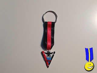 Medalla de fimo con el escudo del Mirandés