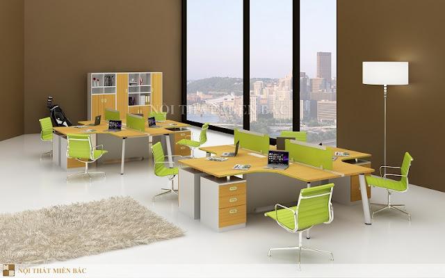 Những chiếc bàn làm việc văn phòng thiết kế cụm như thế này chắc chắn sẽ rất phù hợp với những không gian làm việc hiện đại, trẻ trung