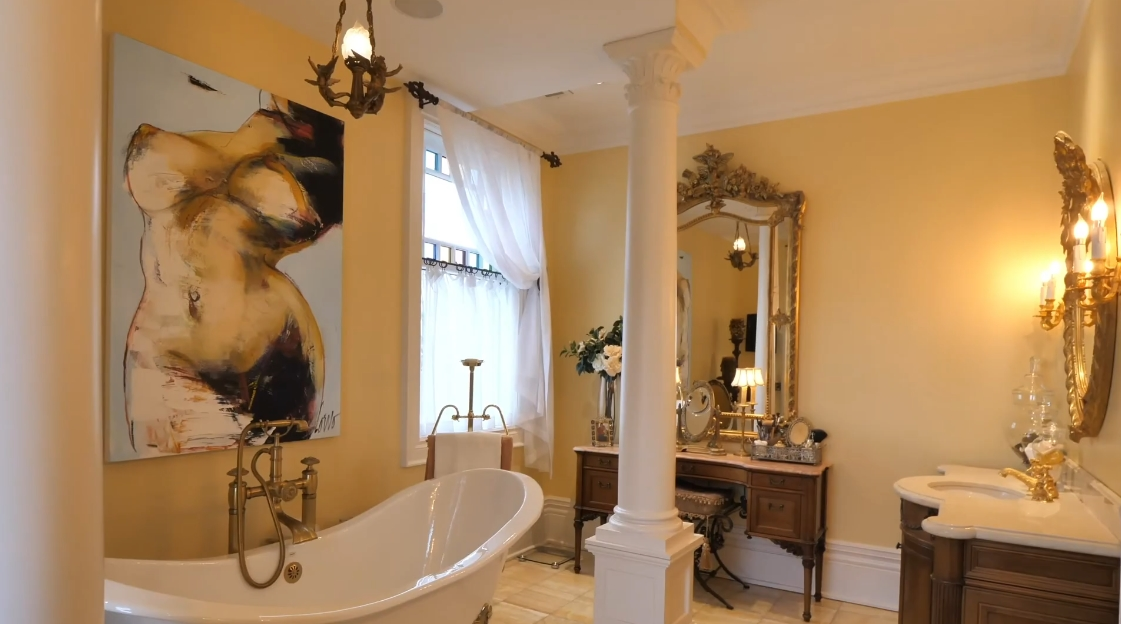 33 Interior Design Photos vs. 22 Bayview Dr, St. Catharines, ON Home Tour