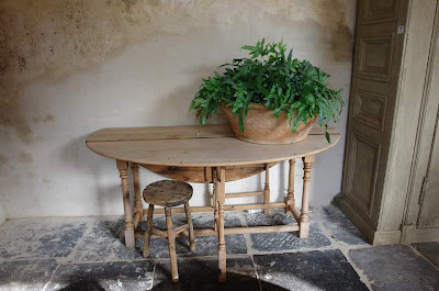 Pine Drop Leaf Table, (ref # 2442) 75 cm h x 170 cm x 45 cm closed, 133 cm open, L's pick available at Garnier (be) as seen on linenandlavender.net