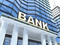 Banka binası ve girişi
