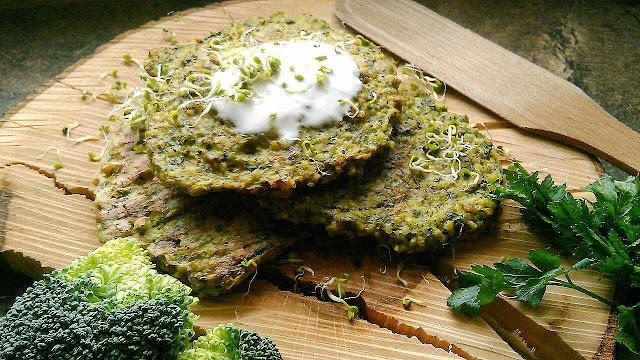 Placuszki brokułowe z kaszą jaglaną
