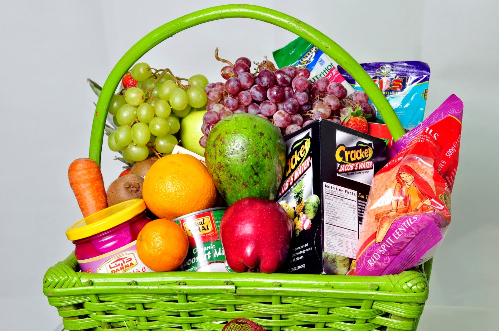 Foodesign Fresh Fruit Basket: GET THESE YUMMY FRUIT BASKETS & GIFT HAMPERS FOR CHRISTMAS