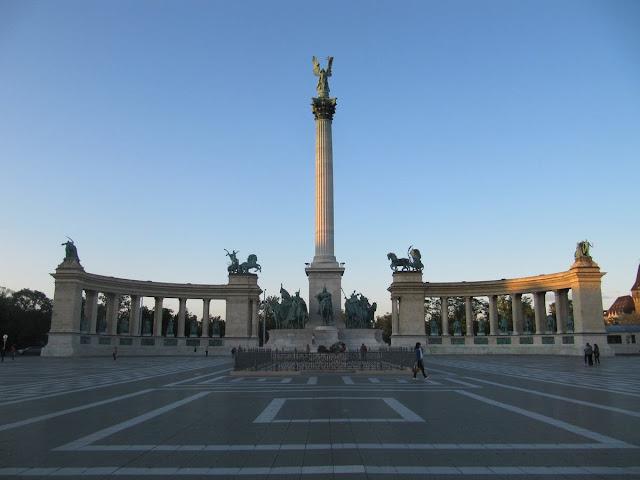 plaza de los Héroes Budapest, magiares