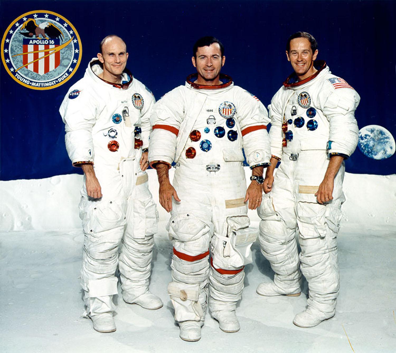экипаж космического корабля Аполлон-16.