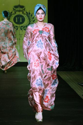 Batik Kaftan Collection By Iwan Tirta Glowlicious Me A