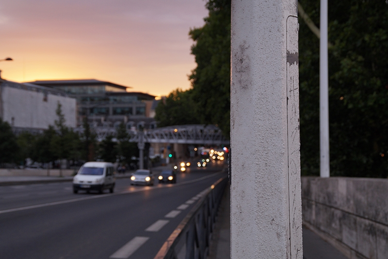 Sonnenuntergang Sommerabend in Paris an der Seine Nacht