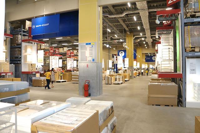 スウェーデン発祥、世界最大の家具販売店イケアです。仙台店の店内の様子