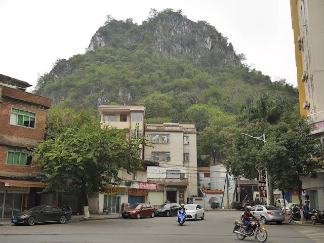 Pingfeng Hill (屏峰山) in Yunfu