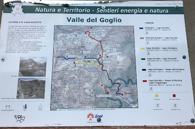 Signs along trail 268 to Cinque Laghi.