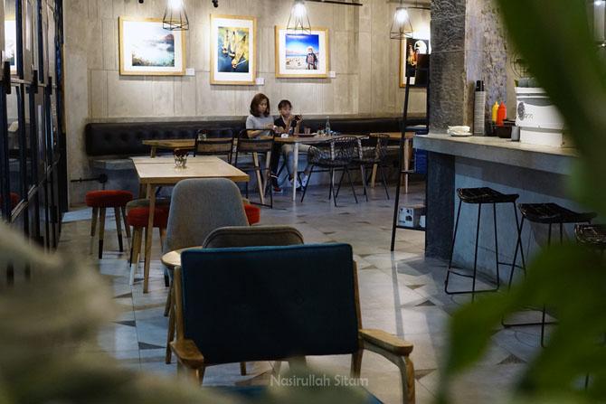 Ruangan kedai kopi bagian dalam
