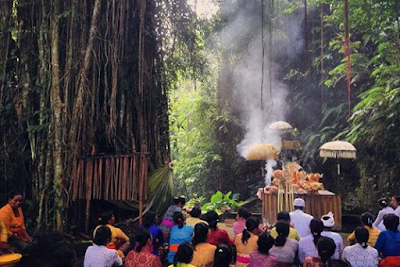 Pengertian Nawa Widha Bhakti dan Bagian-Bagiannya Dalam Ajaran Agama Hindu