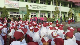 Hari Pertama Masuk Sekolah SDN 04 Sarilamak Di Kunjungi Bupati