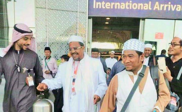 Ternyata Ini Alasan Habib Rizieq Berlama-lama di Makkah
