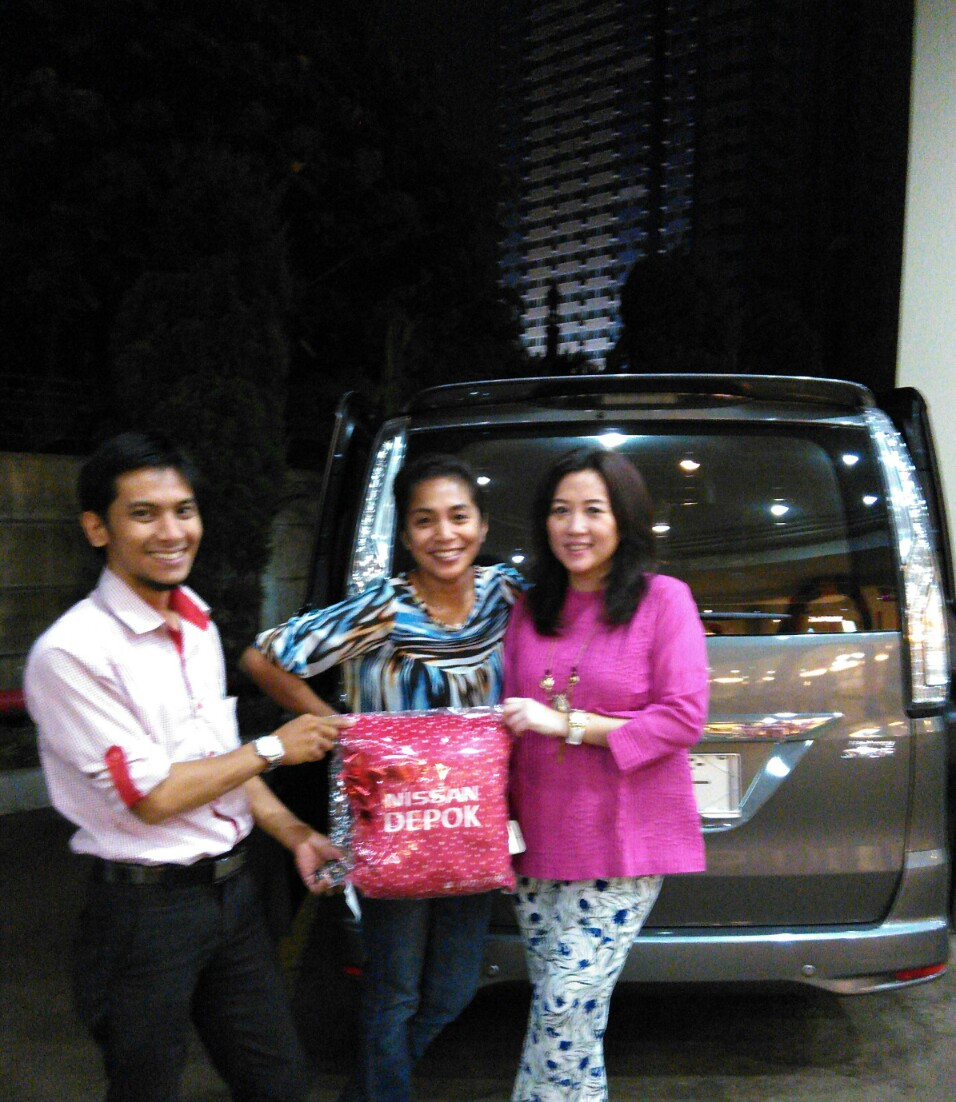 Terimakasih atas kepercayaan dr.Indah & Keluarga yg telah membeli Nissan New Serena melalui media www.touchnissan.com.  Semoga Berkah ya Bu...