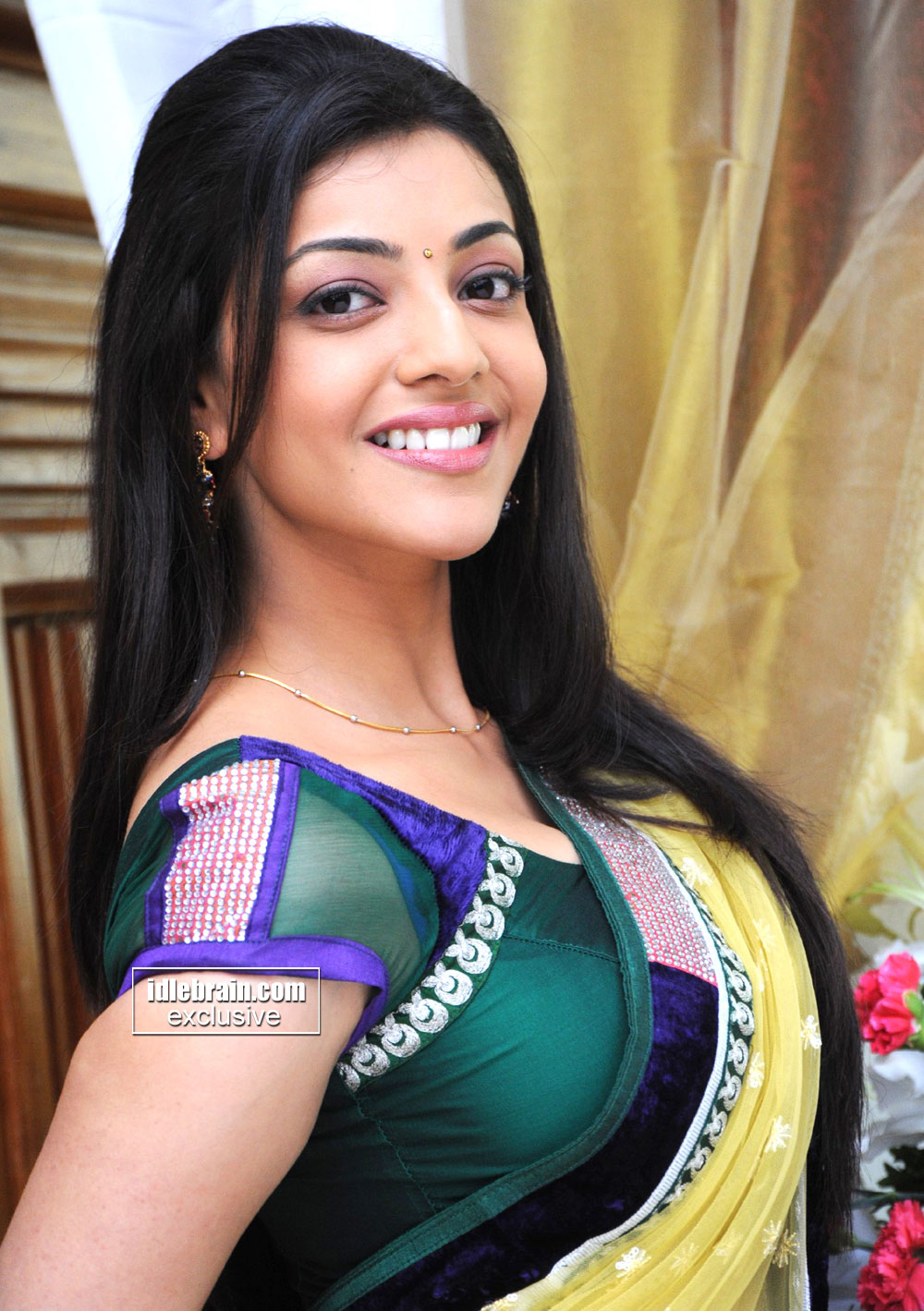 Kajal Agarwal Hot Navel And Cleavage Show In Saree -2779
