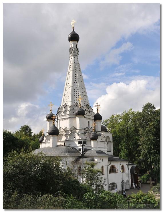 7d9d8a755d2e В 1634—1635 гг., Дмитрий Михайлович выстроил в Медведково каменную  Покровскую церковь, сохранившуюся до сих пор как памятник этому выдающемуся  человеку, ...