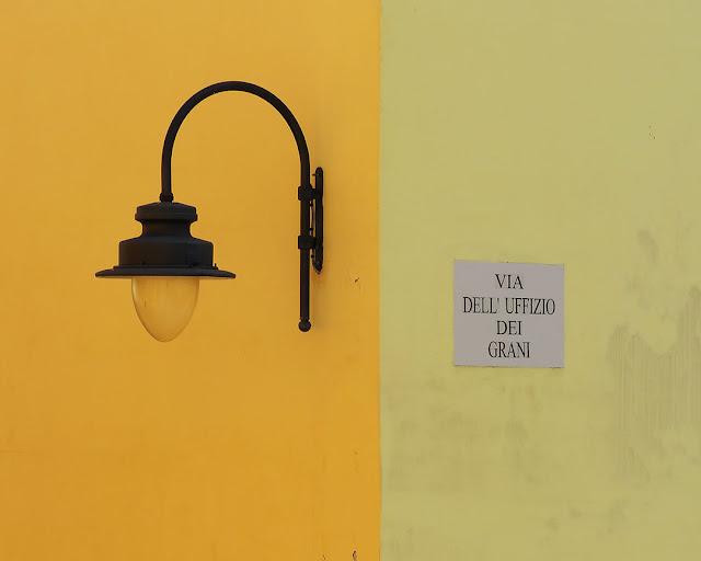 Un lampione, via dell'Uffizio dei Grani, Livorno