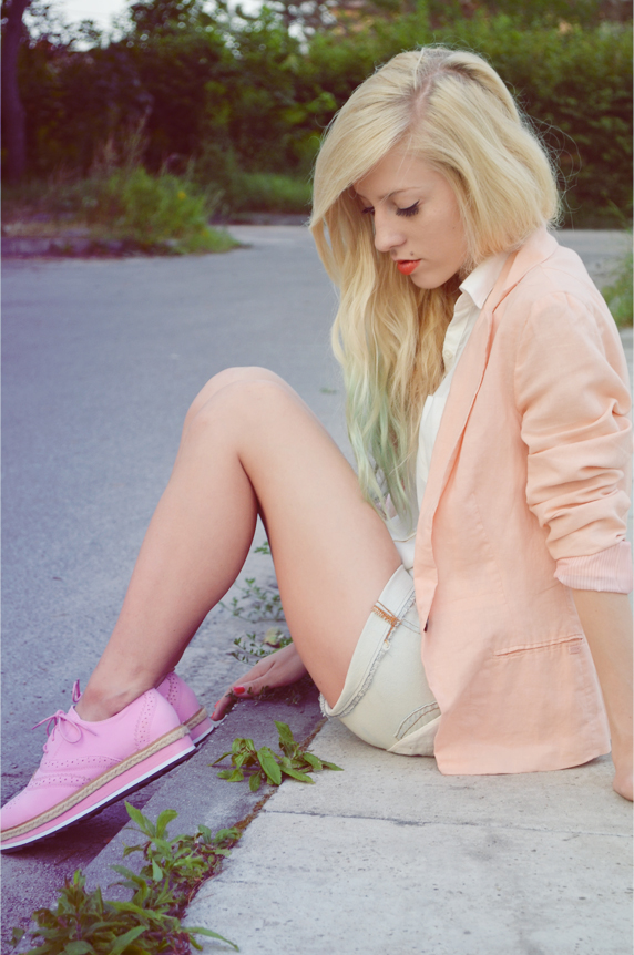 PALE PINK BLAZER + PINK SHOES