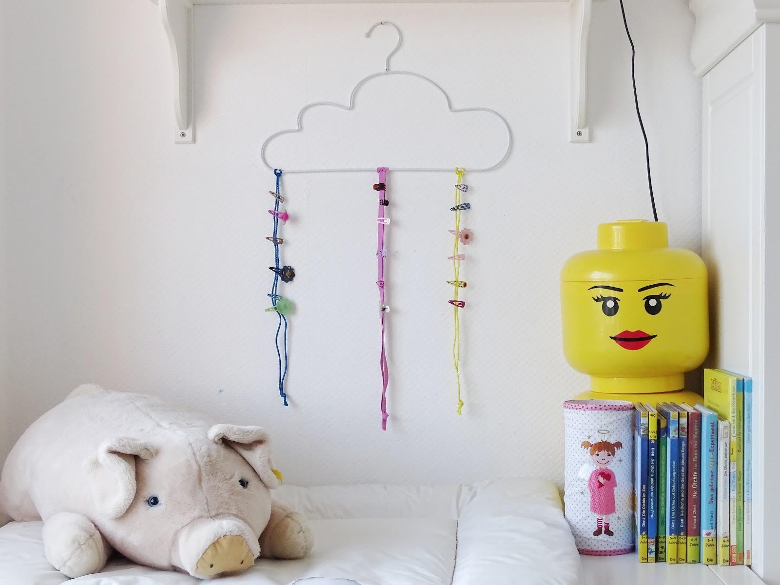 DIY-Aufbewahrung für Haarklammern und Deko-Idee Kinderzimmer - Fotoaktion #12von12 - http://mammilade.blogspot.de