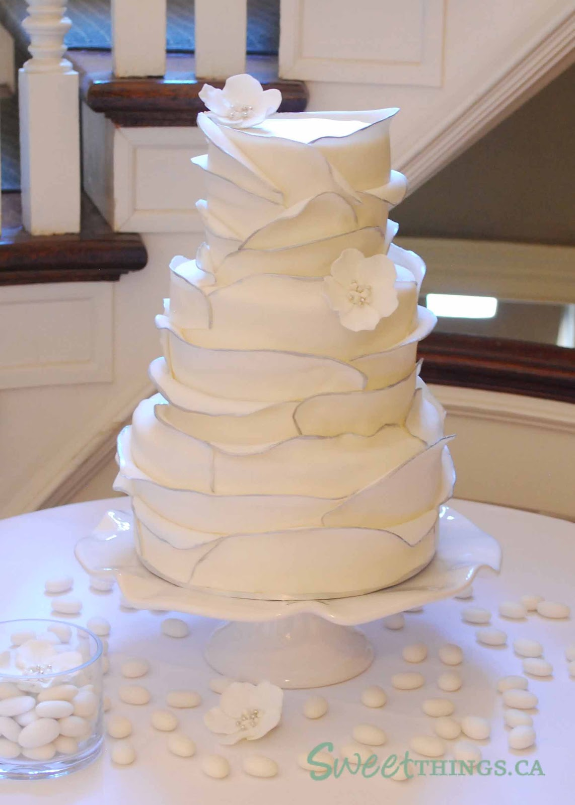 how to make ruffle wedding cake sweetthings ruffled wedding cake 15989