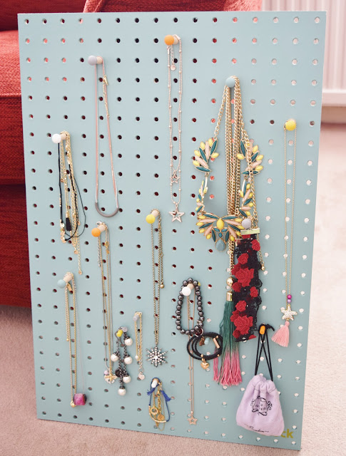 wall jewellery display