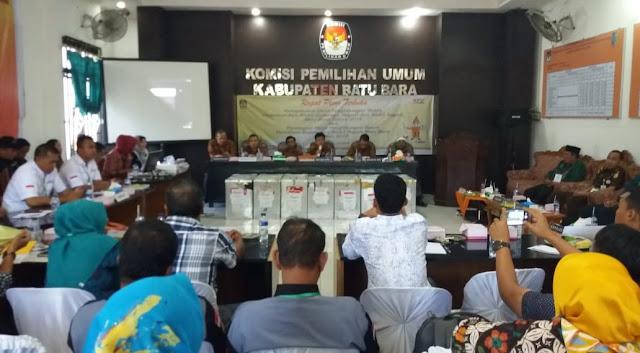 Rapat pleno KPU Batubara untuk perhitungan suara pilgubsu dan pilkada.