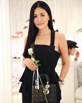 %name Pang Ployvarin Putri Bos Perusahaan Wine Ternyata Cantik Banget