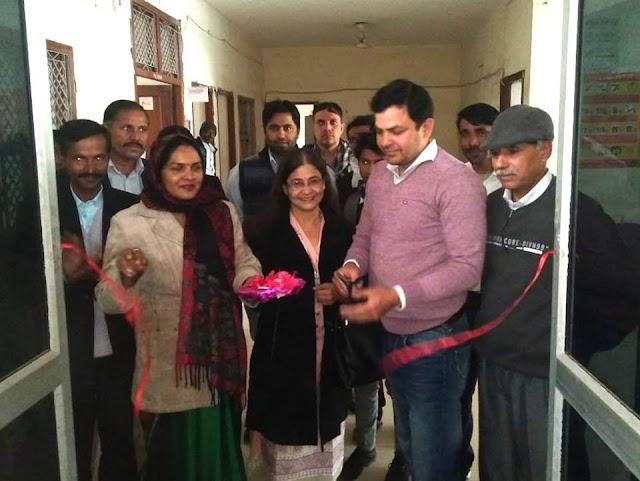 रैडक्रॉस भवन में तहसीलदार अनिल कुमार ने स्वैच्छिक रक्तदान शिविर का रिबन काटकर उदघाटन किया