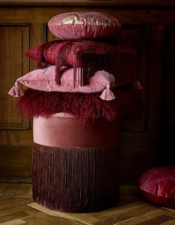 bordowe poduszki