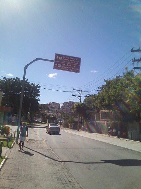 Placas no Rio Vermelho indicam caminhos errados