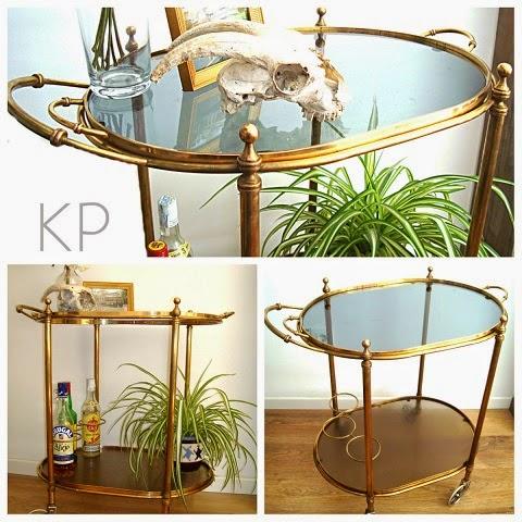 Venta de muebles vintage. Mesas, sillas, carritos minibar con ruedas y artículos y objetos de época.