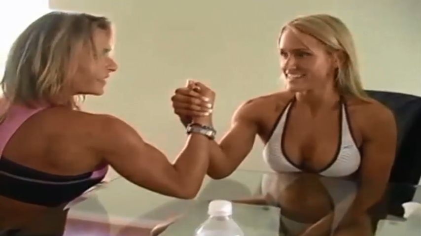 Women Bodybuilders in armwrestling interesting match