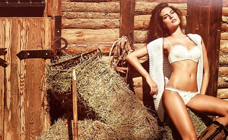 Supermodel Warm Hot Movies Turned the Horse of Sexy Beauties