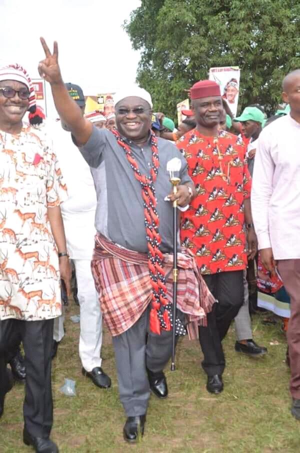 2019: Arochukwu endorse Ikpeazu for 2nd Term