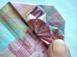 Gambar tutorial seni melipat uang-2