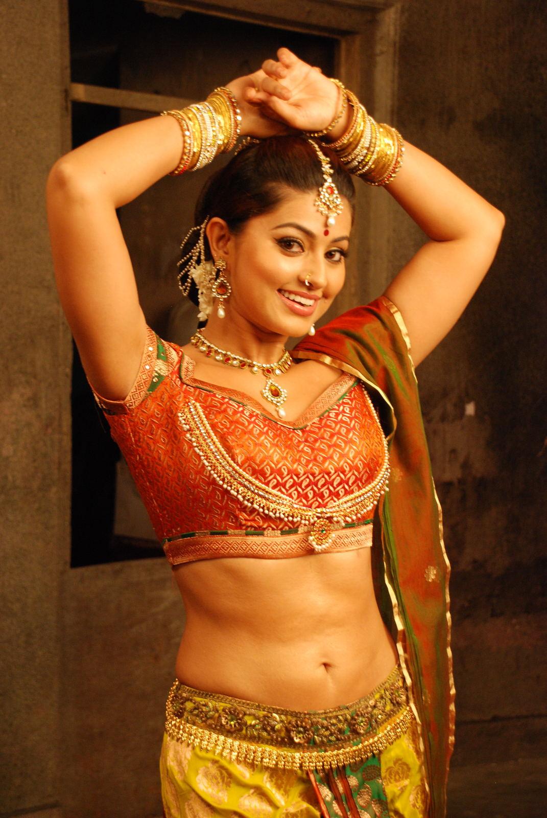 Tamil Actress Gorgeous Sneha Beautiful Hot Stills Ponnar -4622